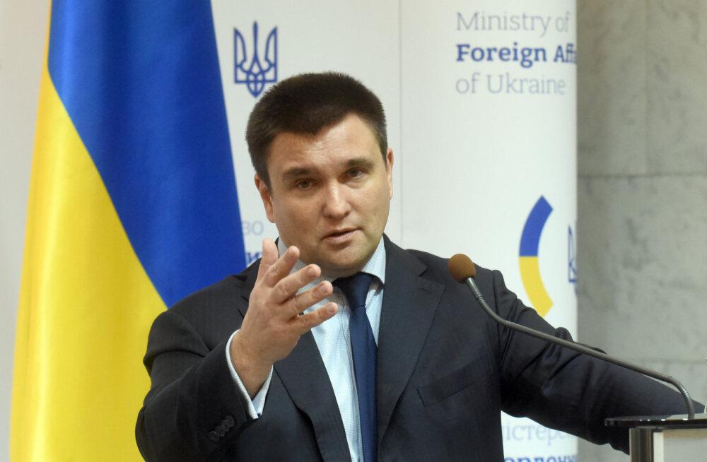 Глава МИД Украины предсказал отъезд из страны половины населения. Пятая часть трудоспособных граждан уже на заработках за рубежом
