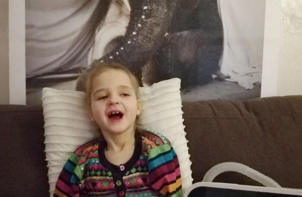Väike tüdruk, kellele arstid enam lootust ei andnud, sai Lastefondi annetajate toel kodusele ravile