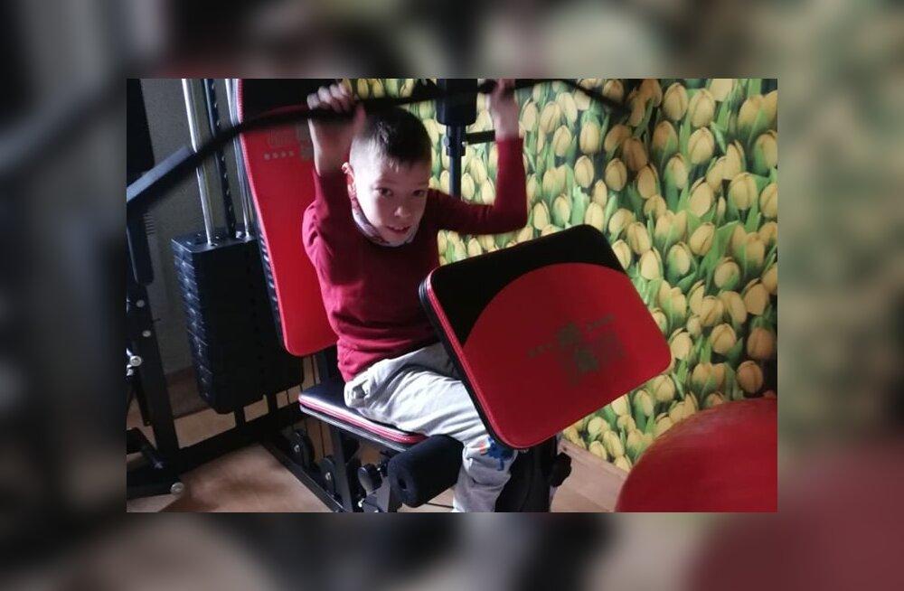 Lastefondi heade annetajate toel saab Kevin nüüd ka kodus treenida ja unistus kõndima hakata võib tänu sellele kiiremini täituda