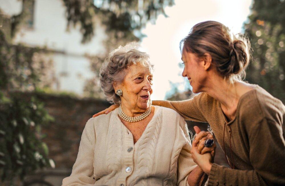 Департамент статистики: в среднем эстонским бабушкам 68 лет, дедушкам — 66, почти половина из них работает
