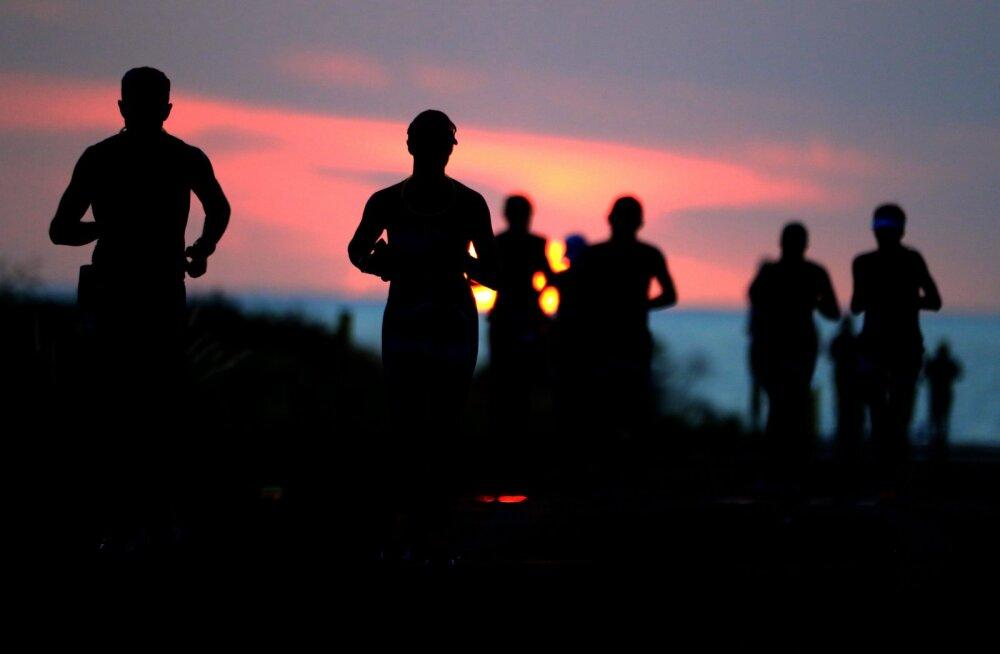 Tohutult inspireeriv lugu! 60aastane naine jõudis pärast rinnavähi seljatamist edukalt täispika triatloni IRONMAN finišisse
