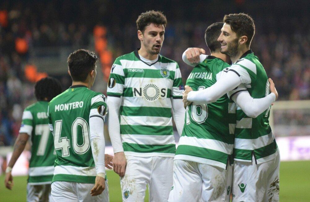 Lissaboni Sportingu mängijad väravat tähistamas