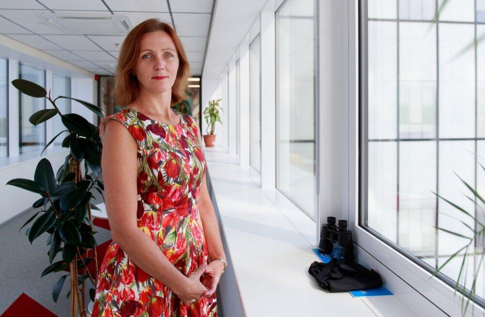 Sotsiaalministeeriumi terviseala asekantsler Maris Jesse ütleb, et üldiste koroonapiirangute vältimiseks peab iga inimene väiksemagi tõvenähu korral koju jääma.