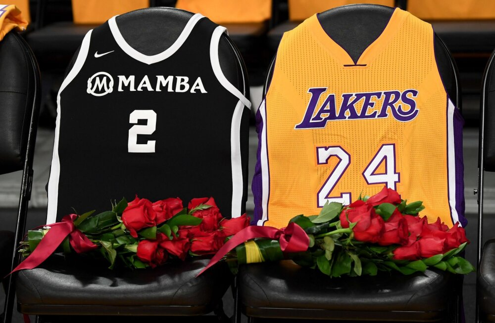 Kobe Bryanti fännid viivad lilli valele hauale