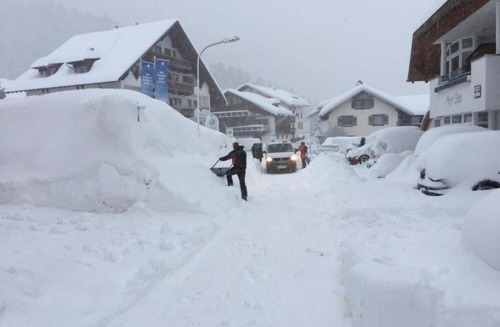FOTOD | Eestlased on laviiniohu tõttu Austria suusakuurordis lõksus
