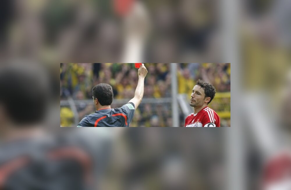 Mark van Bommel (Bayern) saab punase kaardi