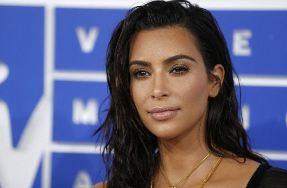 Meediastaaride klann kasvab peagi? Kim Kardashian plaanib surrogaadi abil kolmandat korda emaks saada
