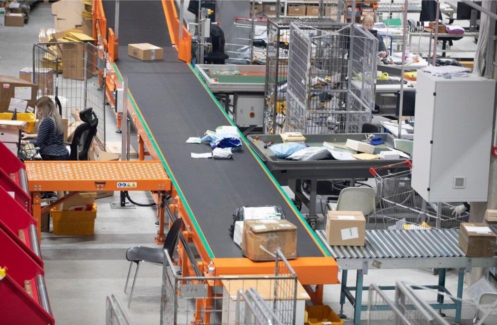 Omniva sortimiskeskus avati kuu aega tagasi. Uus liin võimaldab sortida 6000 pakki tunnis.