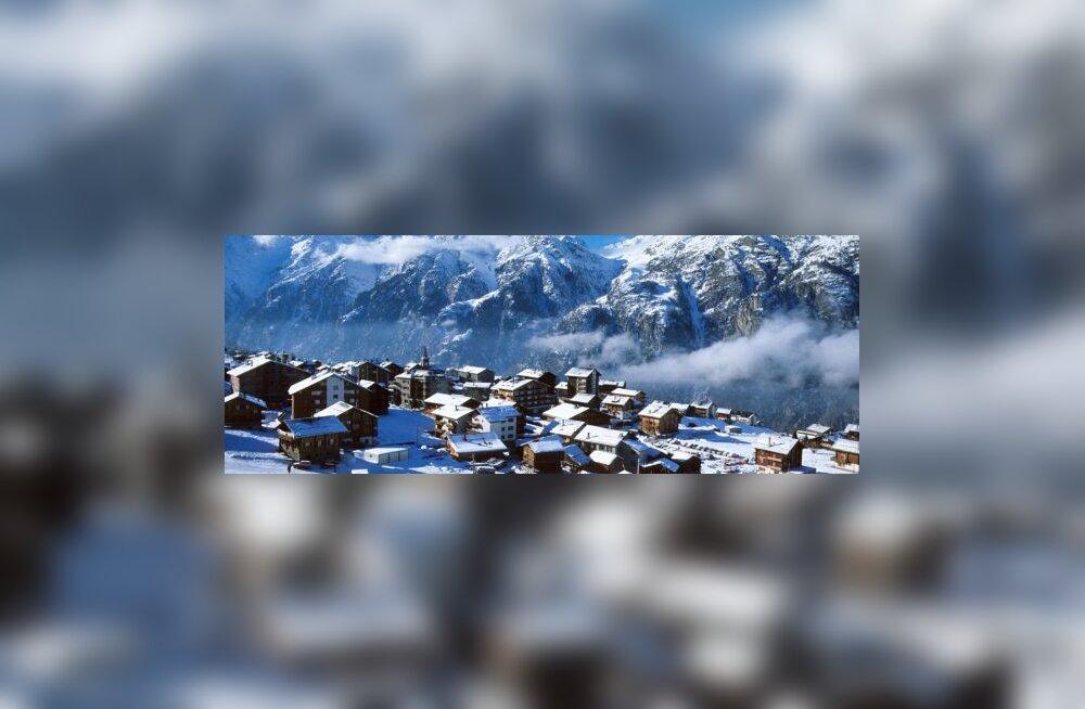 Alpide kohal kukkus Itaalia helikopter alla