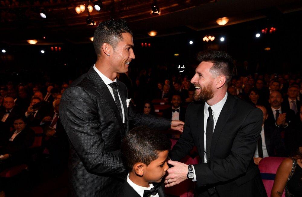 Cristiano Ronaldo pojaga ja Lionel Messi