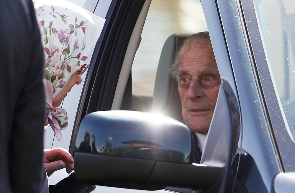 Mis juhtus? Prints Philip viidi haiglasse, kuninganna peab üksi jõulupidu korraldama