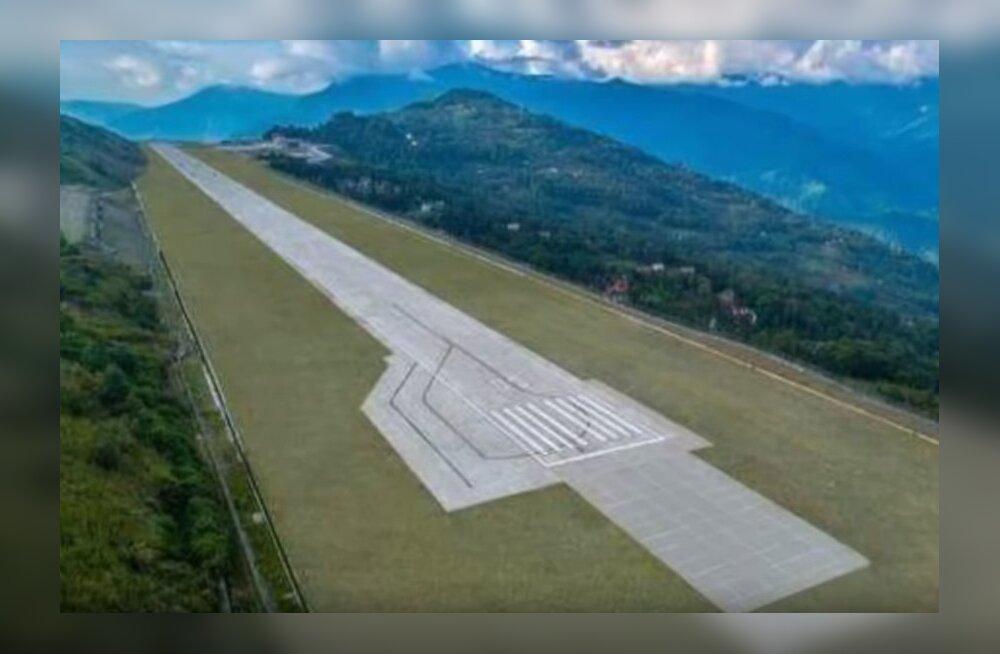 Фото: в Гималаях открыли самый живописный аэропорт в мире