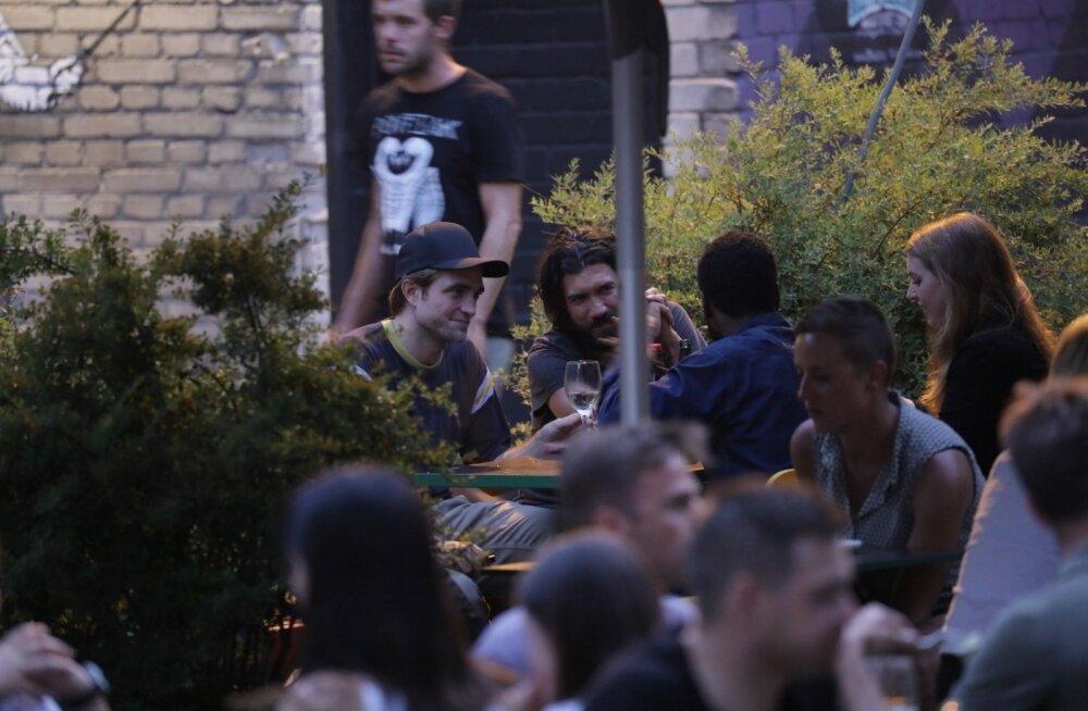 EKSKLUSIIVSED FOTOD ja VIDEO | Hollywoodi staarid Pattinson ja Washington nautisid laupäeva õhtut Telliskivis