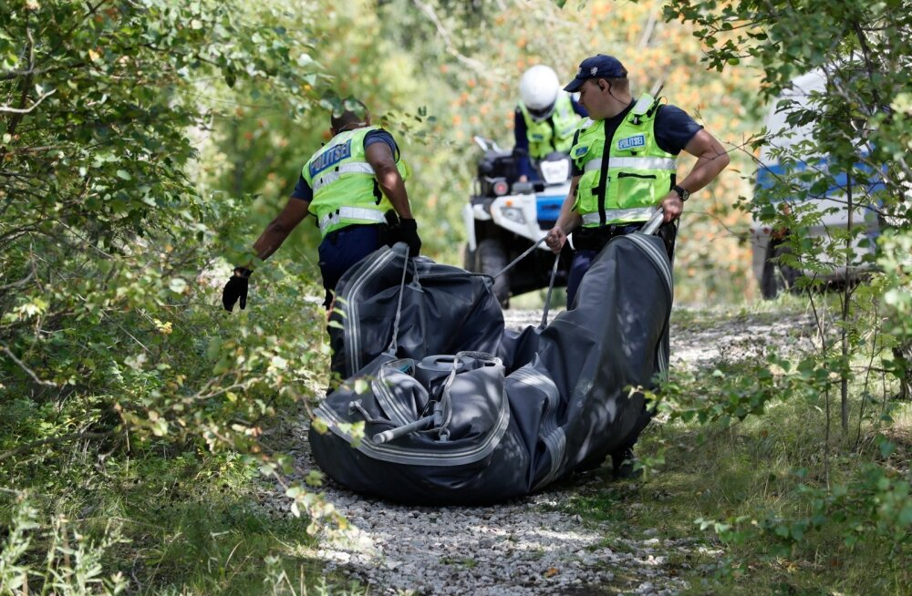 ФОТО DELFI: К Пальяссааре прибило пустую резиновую лодку. Полиция ищет владельца