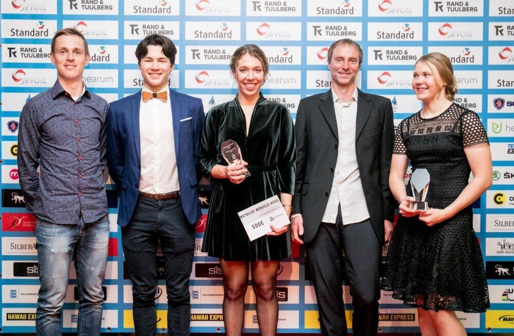 Mathilde Manuela Nigul (keskel)