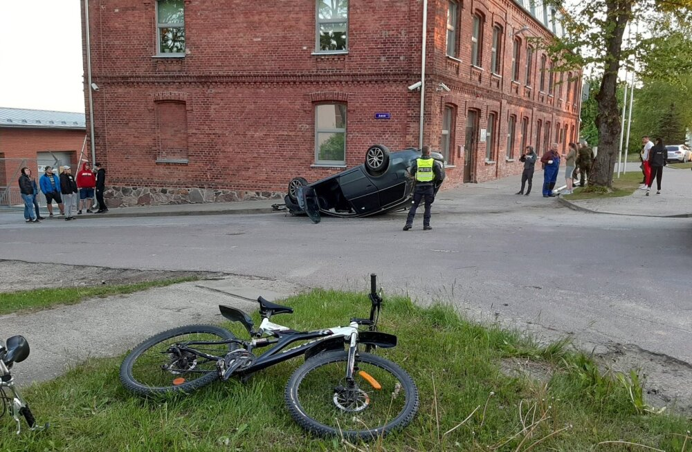 ФОТО: Пьяная женщина на машине врезалась в здание Кайтселийта