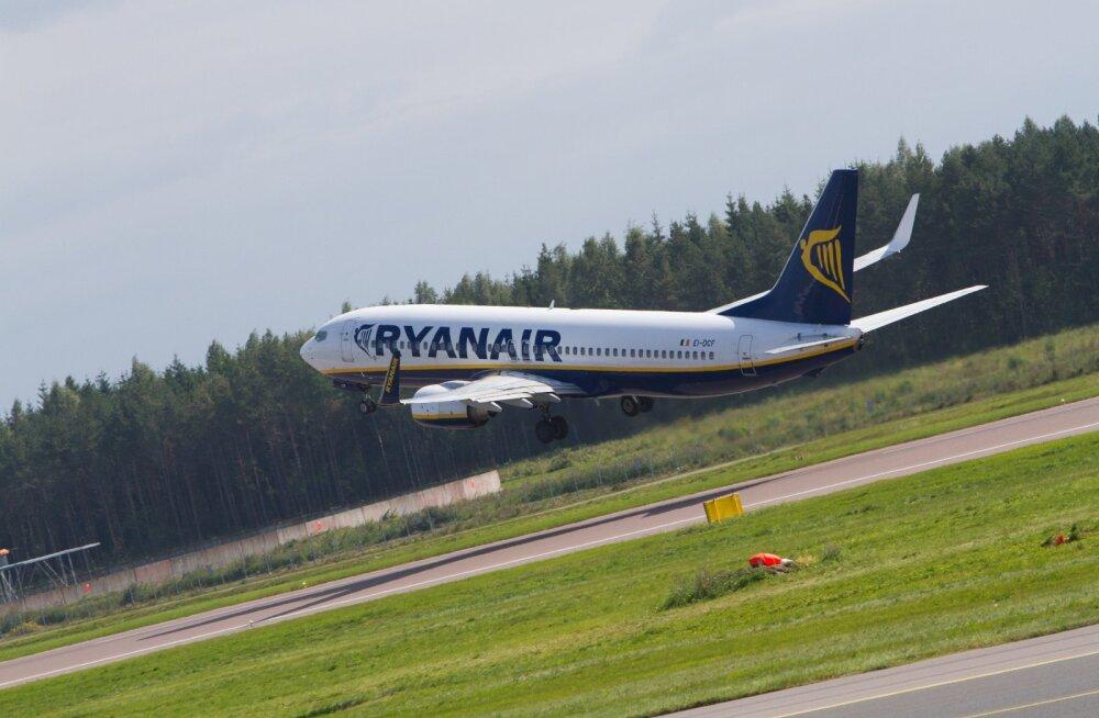 Самолет Ryanair совершил экстренную посадку из-за найденного в туалете сообщения о бомбе на борту