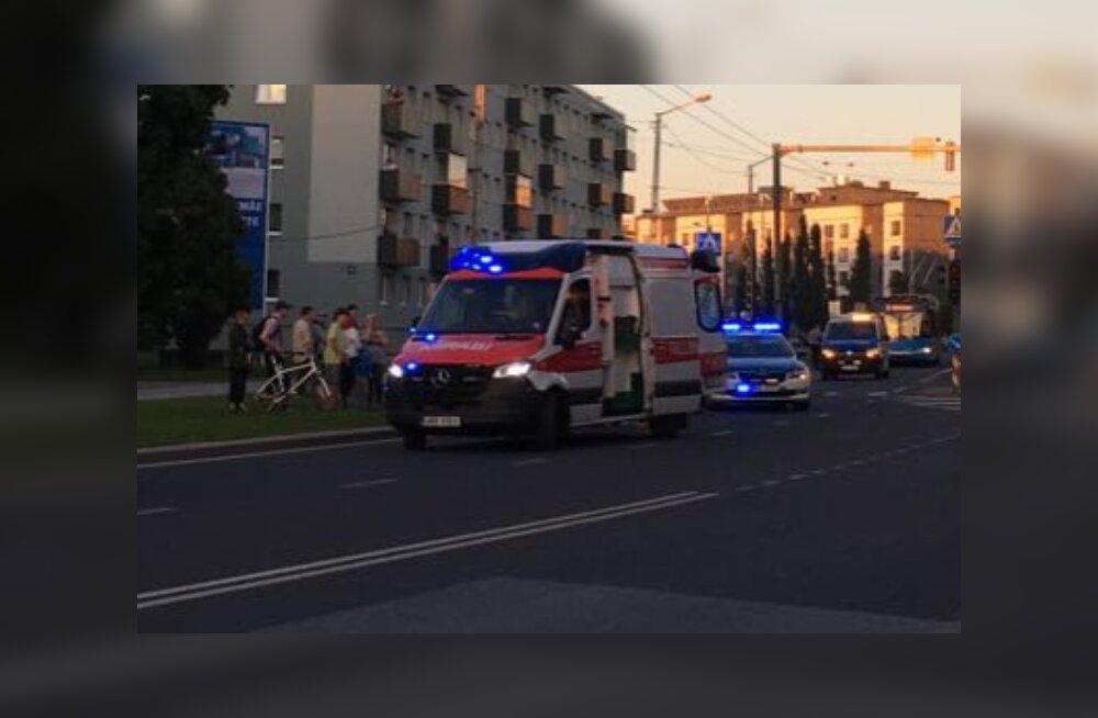 FOTO | Mustamäel jäi auto alla 18-aastane noormees