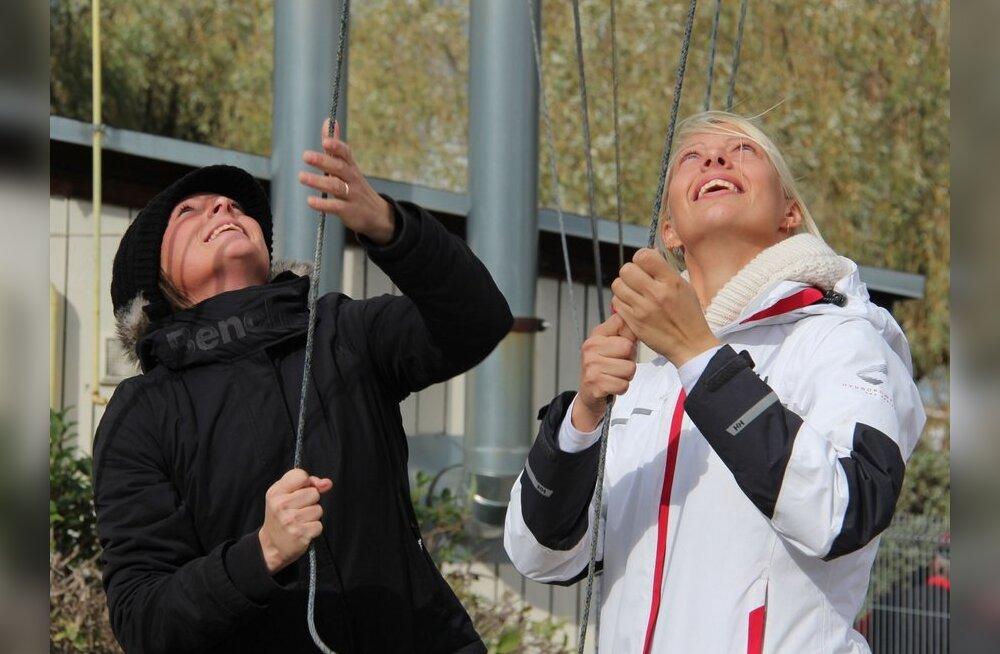 470 klassi purjetajad Marjaliisa Umb ja Elise Umb