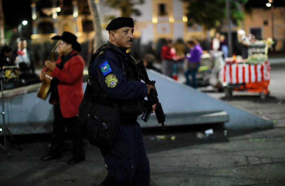 Mexico linnaväljakul avati tuli: hukkus vähemalt kolm, haavata sai seitse inimest