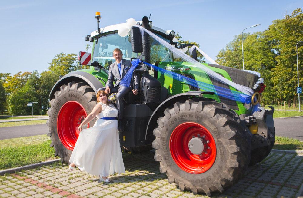 MEIE MAA | Stiilse maapulma pulmaautoks on traktor