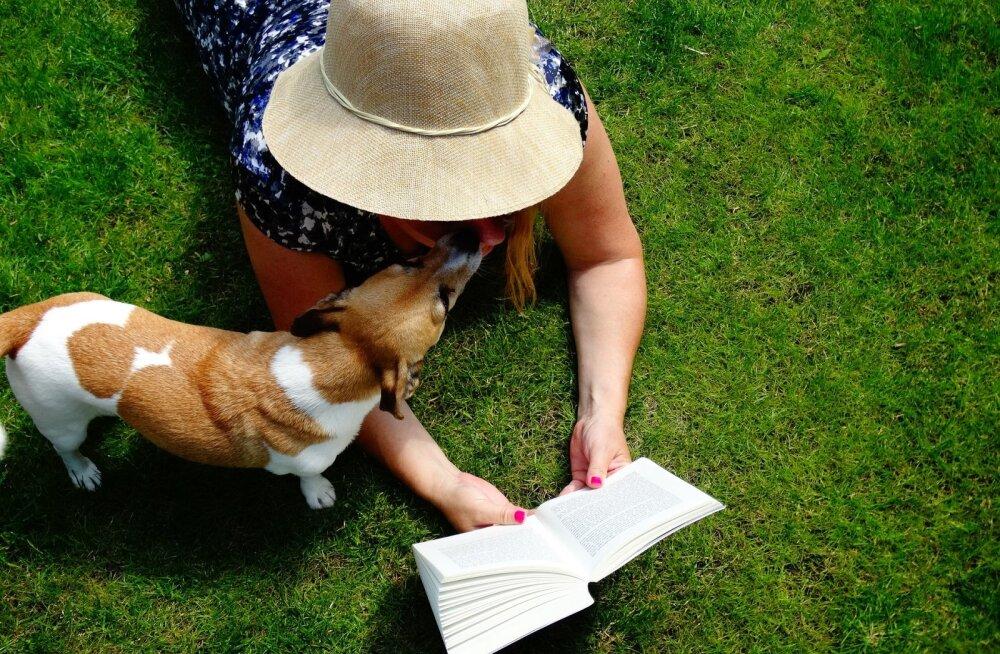 Käina raamatukogu südamlik algatus: lemmikloomi oodatakse külla avasüli, vajadusel pakutakse neile ka juua