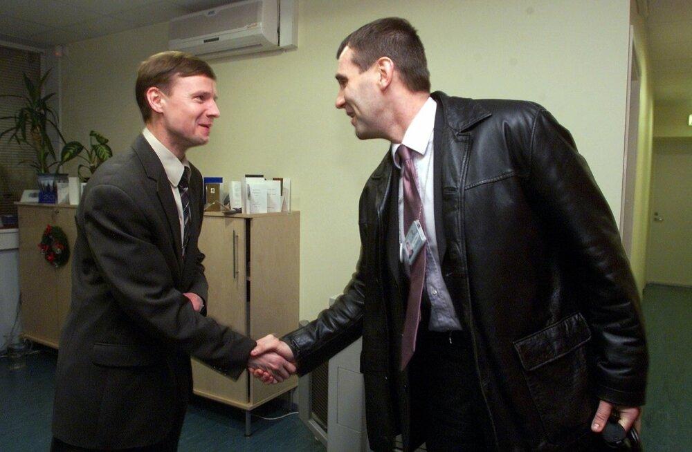Aivar Sõerdi esimene päev maksuametis pärast tööle ennistamist, detsember 2003.