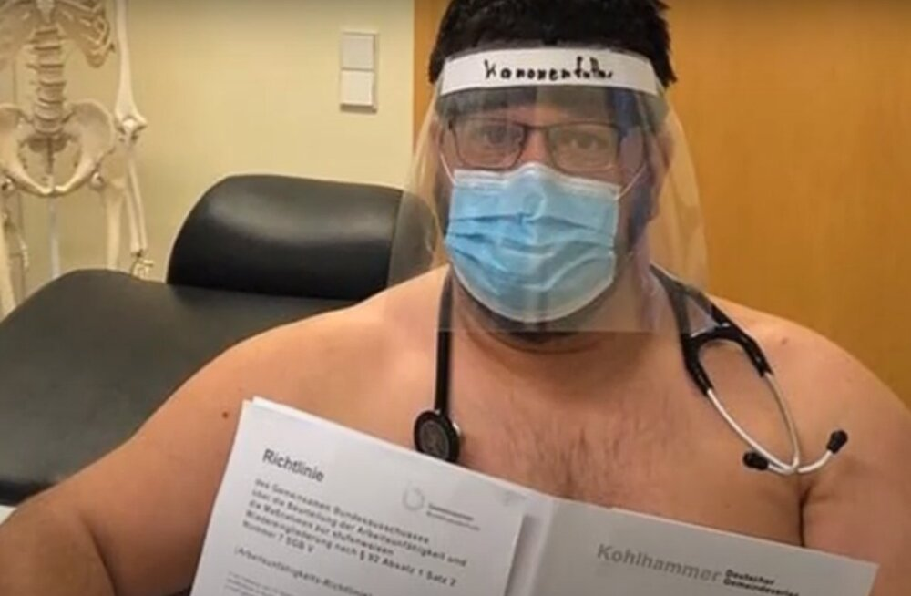 Медики сфотографировались без одежды из-за нехватки масок