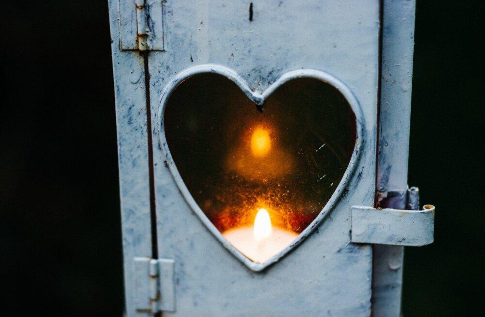 """""""Armastus on nagu tuli, mis vajab õhku, et leegid oleksid suuremad. Kui õhku pole, siis tuli kustub."""""""