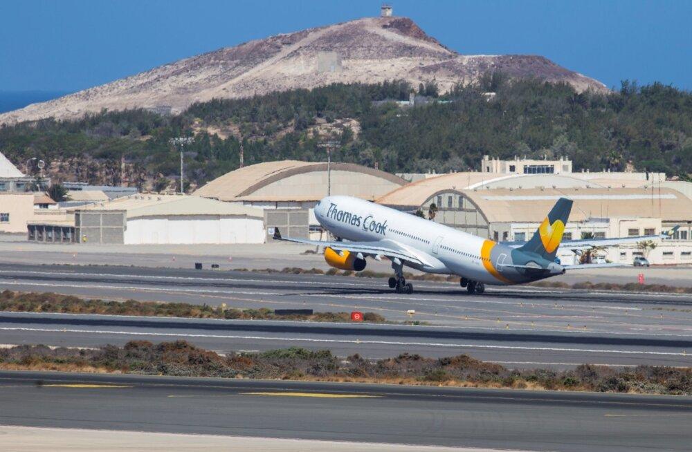 Thomas Cooki lennuk Kanaari saartel Las Palmase lennuväljal.