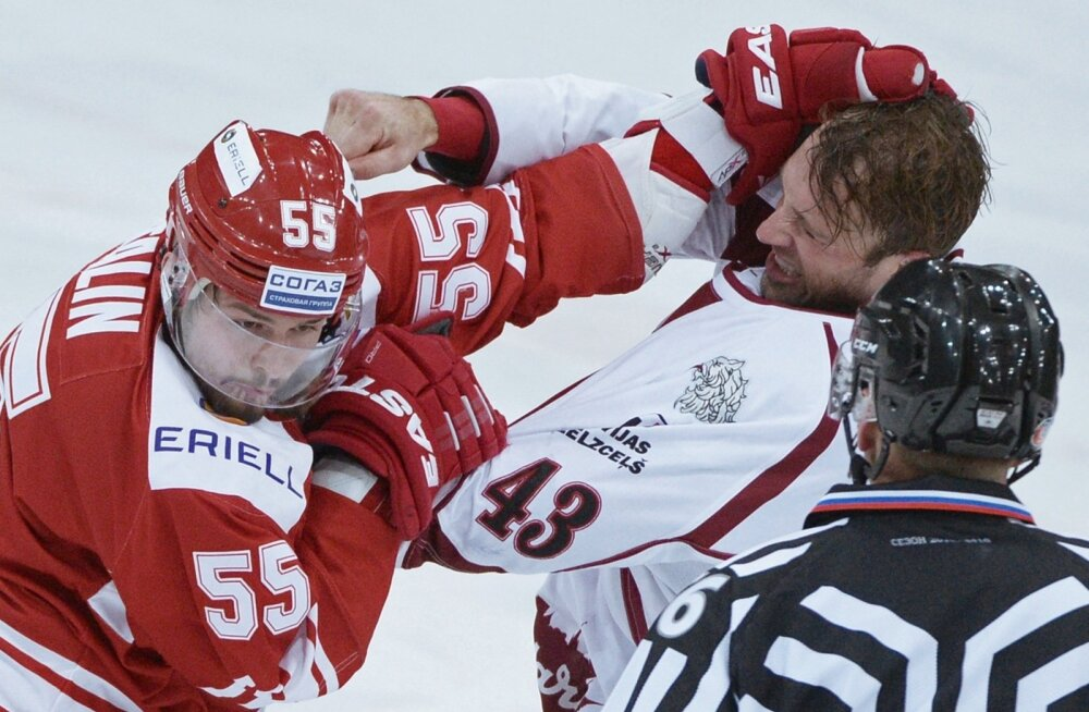 Riia Dinamo ägedaim mees on kanadalane Tim Sestito (paremal), kes on valmis kaklema kellega tahes ja millal tahes.