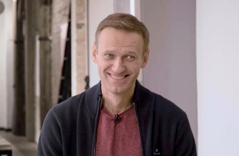 """Российские медики подтвердили диагноз """"панкреатит"""" у Навального. Навальный: я уже устал смеяться"""