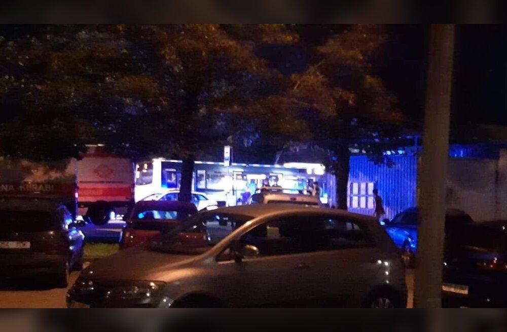 Tallinnas ründas mees bussipeatuses teist noaga