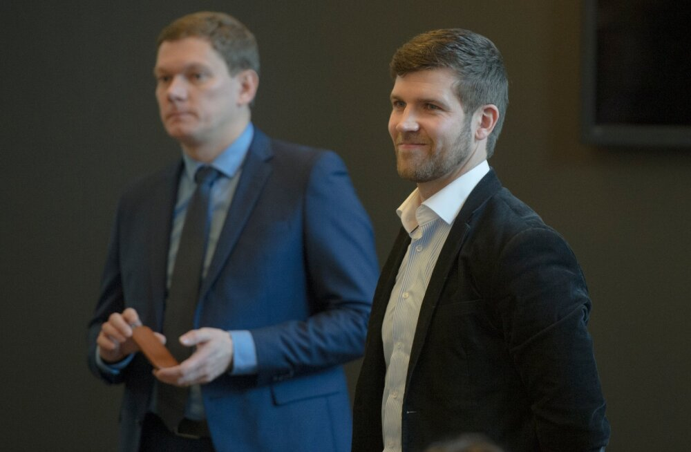 EveryPay tegevjuht Lauri Teder (paremal) koos LHV panga jaepanganduse juhi Andres Kitteriga.