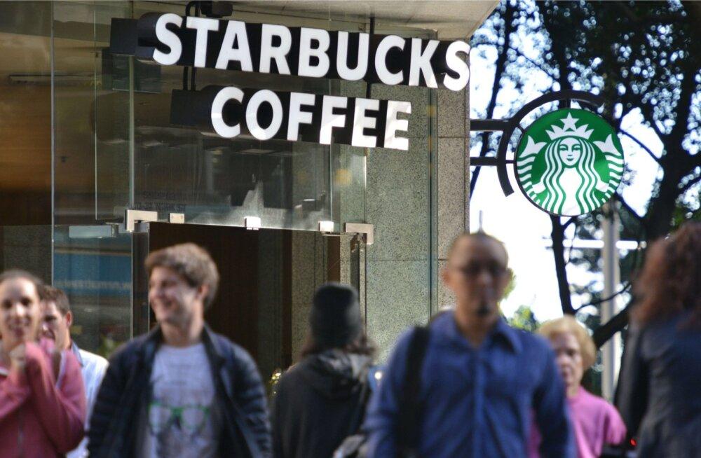 Aasta tagasi ütles Starbucksi pressiosakond Kasulikule, et nad otsivad alati võimalust endale uusi kliente saada, kuid Eestis ei ole neil seni siiski kavas ühtegi kohvikut avada. Niisiis ei ole ka nende .ee domeeni eest võimalik neilt raha teenida.