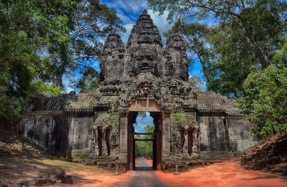 Чтобы попасть в Камбоджу, туристы должны теперь внести депозит почти 3000 евро