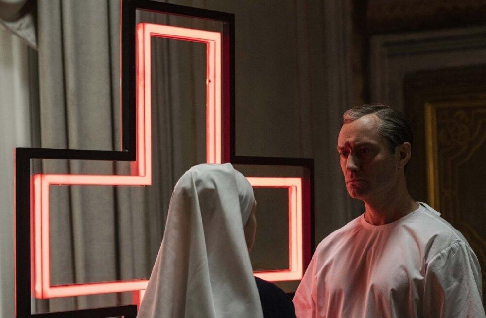 """John Malkovich võtab Jude Law'lt üle paavstitooli: Eestis esilinastub Oscari-võitja loodud verivärske teleseriaal """"Uus paavst"""""""