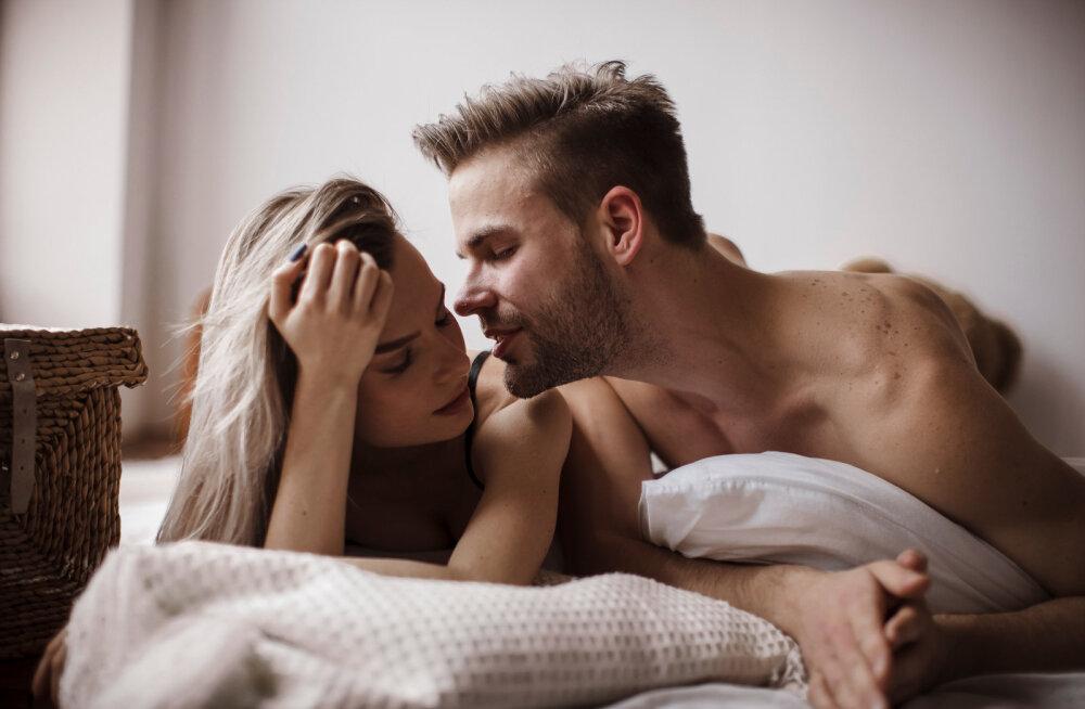 Seksperdi õpetus meestele: selle võttega on võimalik iga naine endaga voodisse meelitada