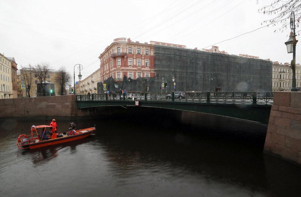 Опубликовано видео с выбрасывающим в реку останки жертвы историком