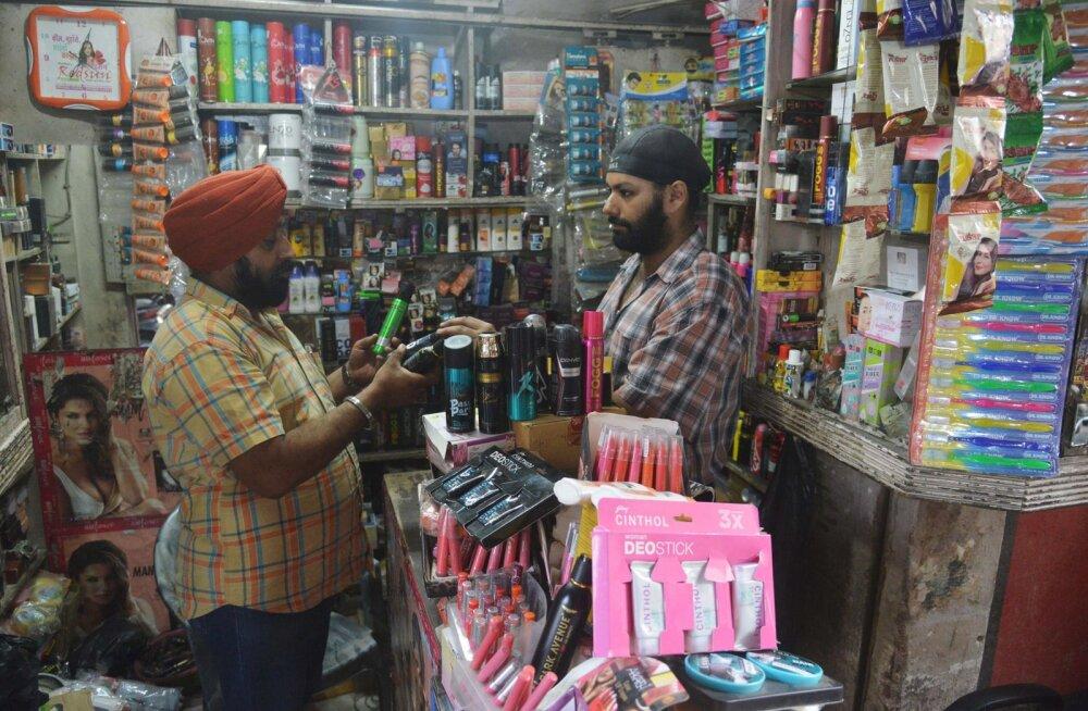 India tegi vastuolulise käibemaksureformi skandaalse rahareformi järel