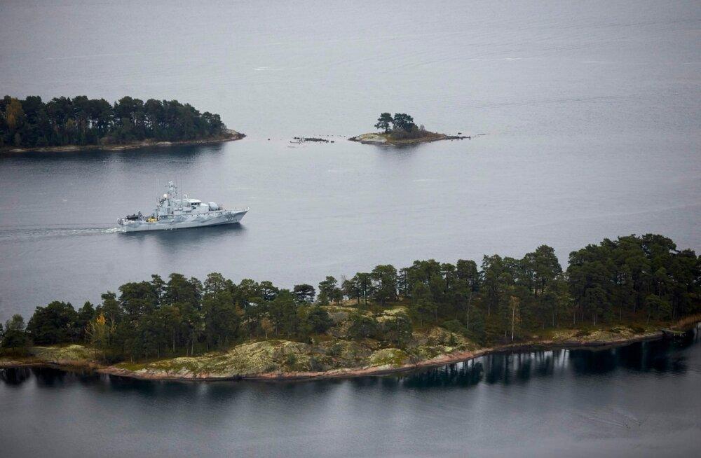 Dagens Nyheter: laste purjetuslaagri juhendajad nägid suvel Stockholmi kesklinna lähedal allaveelaeva