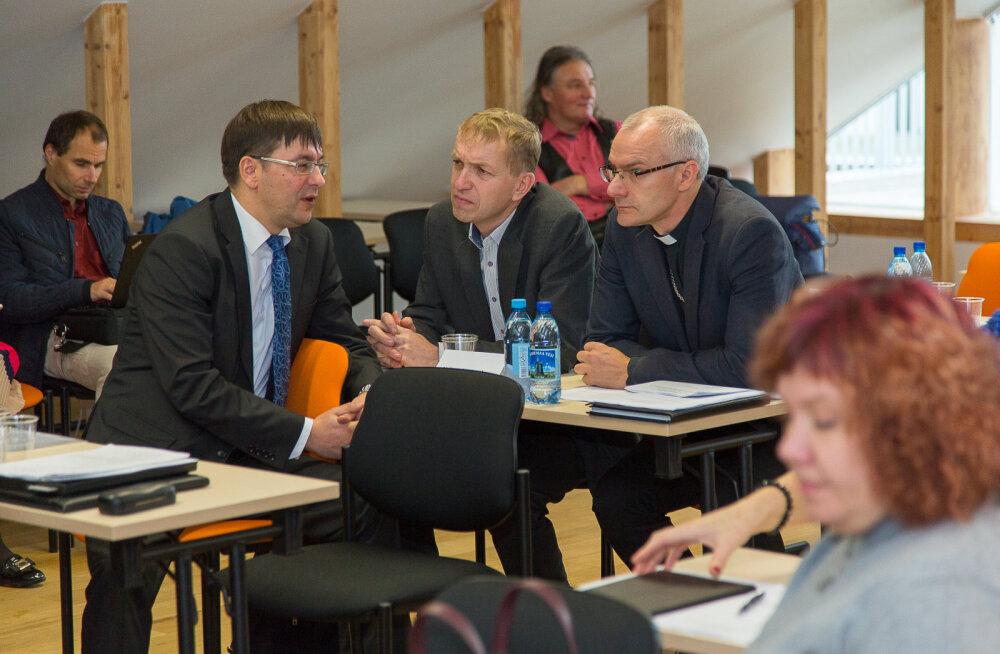MEIE MAA | Saaremaa vallavalitsuses on kokku 237 töö- ja ametikohta