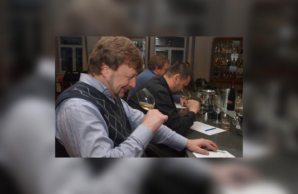 Koduveini konkursi žürii tõmbab korgid 74 pudelilt