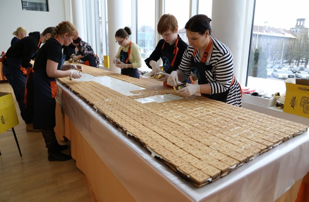 FOTOD: Eesti lasterikkad pered kogunesid suurele juubelile, koos meisterdati riigi suurim küpsisetort!
