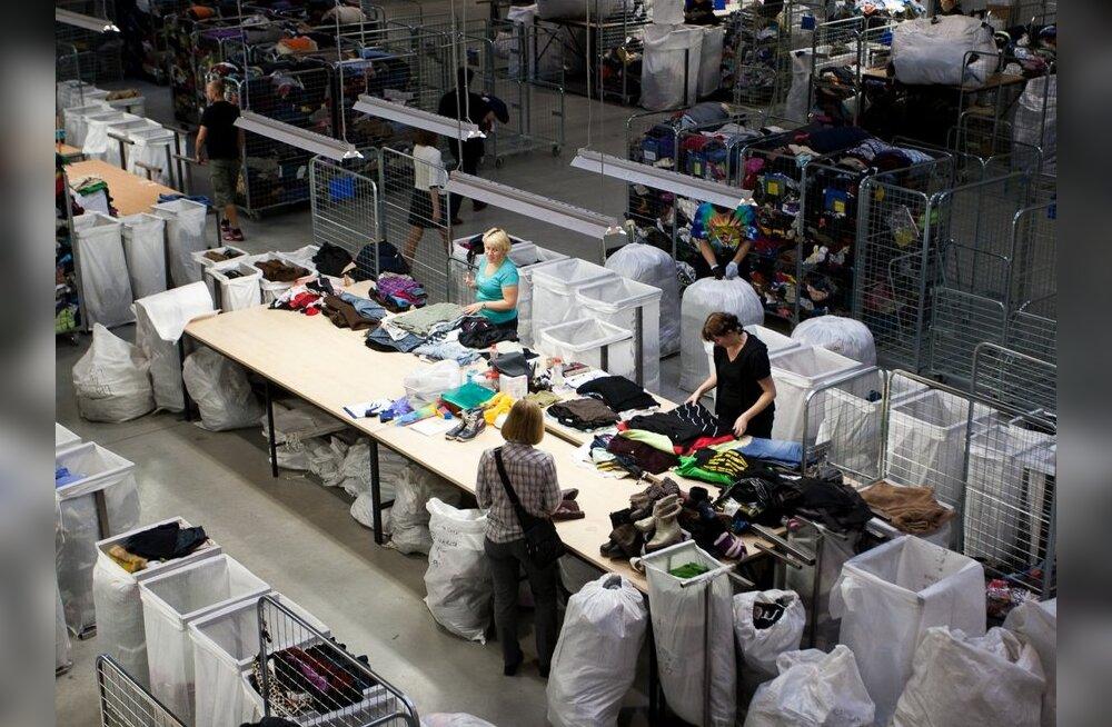 FOTOD: Vaata, kuidas sorteeritakse Humanas 40 tonni riideid päevas!