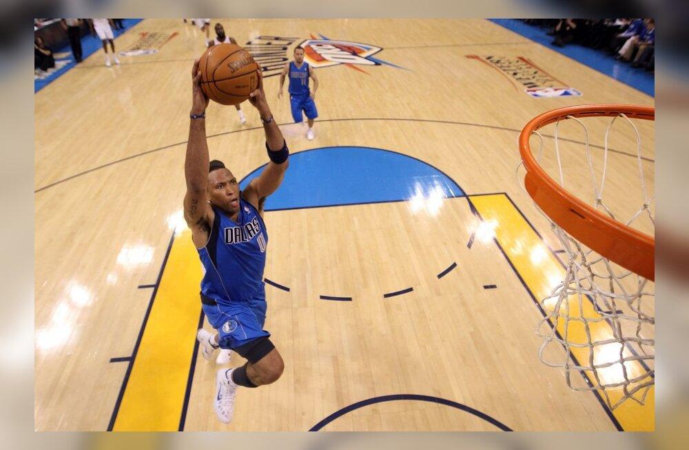 Shawn Marion Dallas Mavericksist paneb pealt, NBA, korvpall