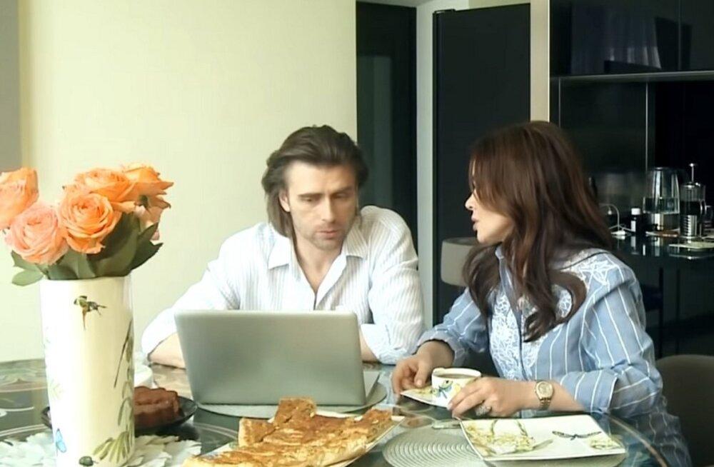 Близкие Анастасии Заворотнюк опровергли слухи о смерти актрисы