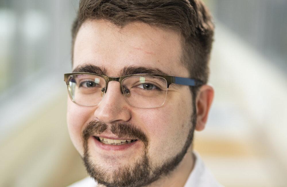ИНТЕРВЬЮ RusDelfi | Врач ЭМО рассказал про 24-часовые смены, нехватку персонала и способы лечения от коронавируса