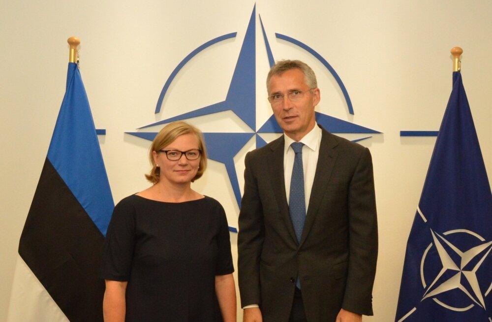 Sellest sügisest sai Kyllike Sillaste-Ellingust Eesti esindaja NATO juures (fotol NATO peasekretäri Jens Stoltenbergiga).