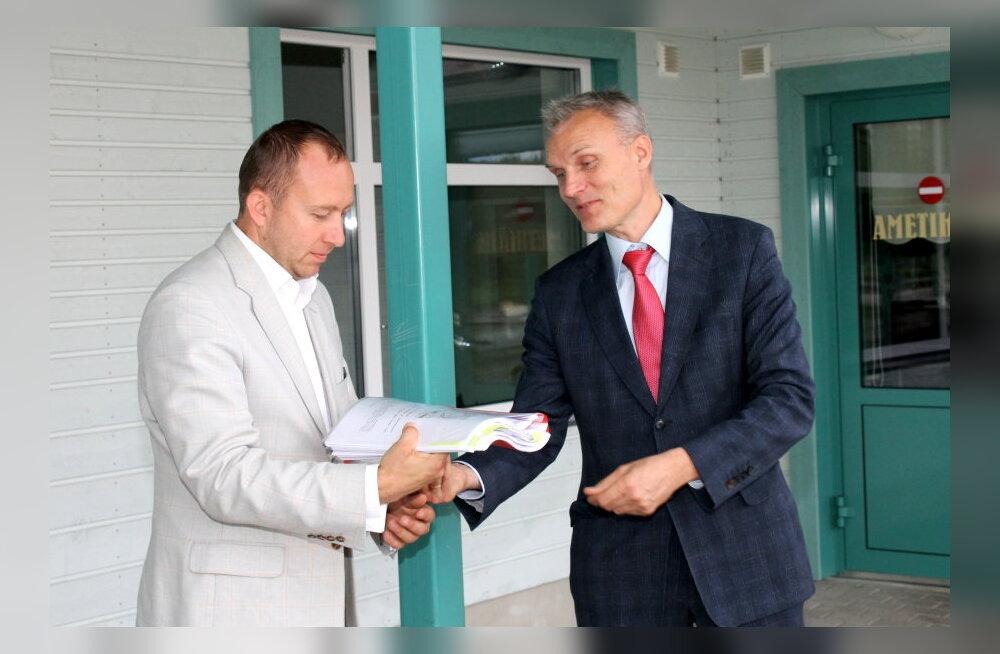 Rail Balticu trassi kulgemise vastu läbi Kohila alevi koguti 2962 allkirja ja anti üle maavanemale